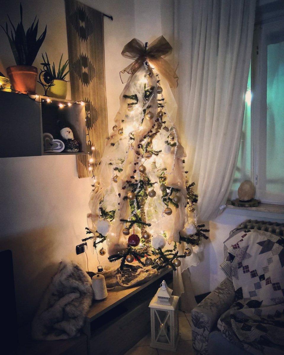 albero di natale oro e bianco con luci a led