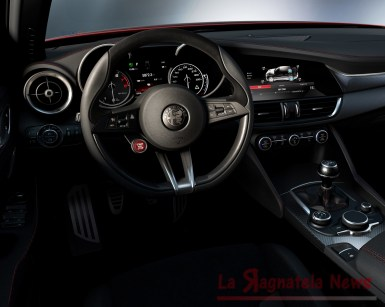 Alfa Giulia dentro