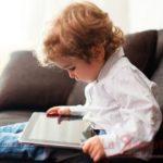 Niente smartphone e tablet ai bambini prima dei 2 anni di et