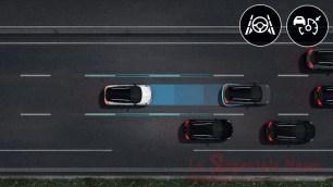 mantenimento di distanza e corsia a velocità costante