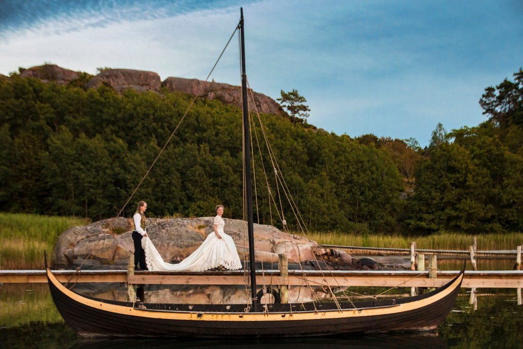 Hillewi and Oscar's viking boat wedding