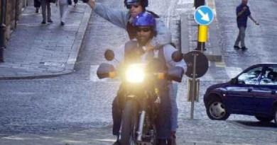 Napoli. Girano armati su uno scooter ed investono un poliziotto: fermati dai Falchi