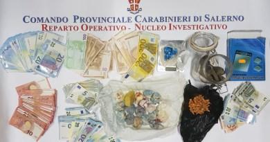 Salerno. Nascondevano nei barattoli sotterrati nel giardino cocaina, eroina e crack: arrestati