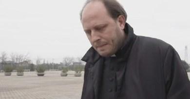 Esorcismo sulla 13enne, arrestato Don Michele Barone coi genitori della giovine