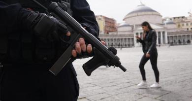 Terrorismo, arrestato a Napoli: 'Dovevo lanciarmi con l'auto sulla folla'