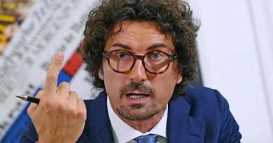 Migranti, Toninelli: 'Portiamo la Lifeline in Italia e la sequestriamo'