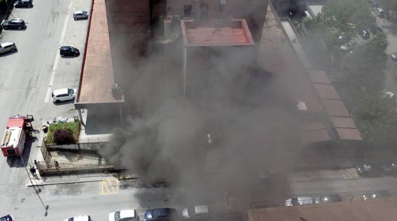 Ufficio In Fiamme : Foto aversa. in fiamme deposito sotto lufficio postale larampa.it