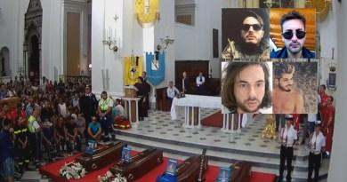 (VIDEO) Torre del Greco. I funerali dei quattro ragazzi morti nel crollo viadotto A10