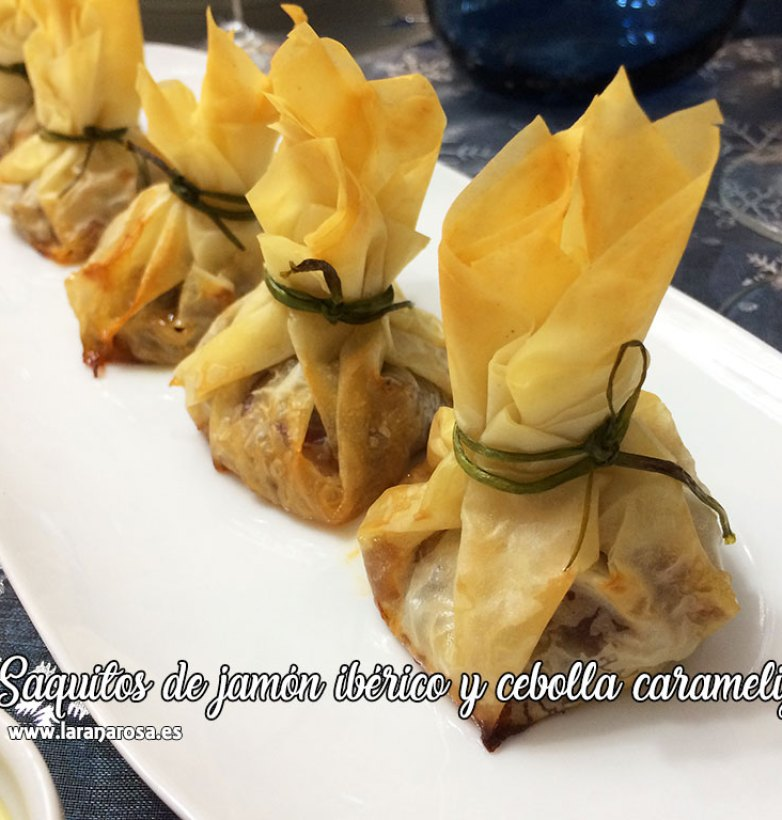 Saquitos de jamón ibérico y cebolla caramelizada