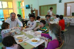 José Soria, Alcalde de Cehegín  con alumnos del CEIP Ciudad de Begastri