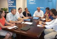 Reunión del PP regional con portavoces de los 5 municipios donde no gobierna