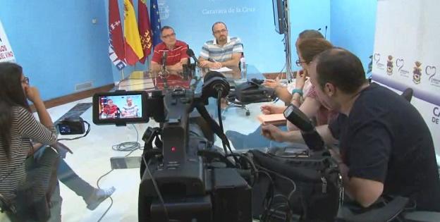 Los portavoces del Grupo Municipal Popular antendiendo a los medios de comunicación