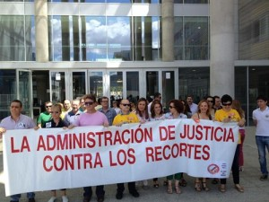 Funcionarios de Justicia de Mula, Murcia y otros municipios a la calle contra los recortes