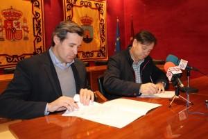 Firma contrato cesped artificial