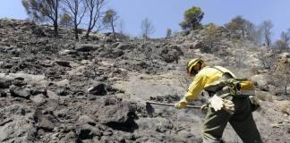 Así queda la Sierra de San Miguel después del incendio Una noche entera de trabajo necesitaron los efectivos del Plan Infomur y las brigadas forestales para poder contener el incendio que asoló el «último bastión verde» de Calasparra