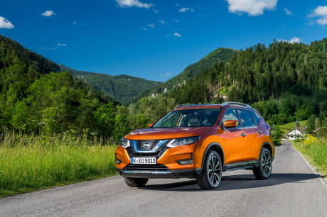 Nissan X-Trail 2018 Tekna static orange front
