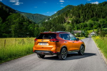 Nissan X-Trail 2018 Tekna orange static rear