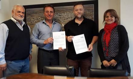 Firma de convenio entre el municipio y la Universidad Siglo XXI