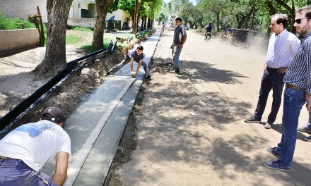 Llamosas recorrió obras en barrio Alberdi