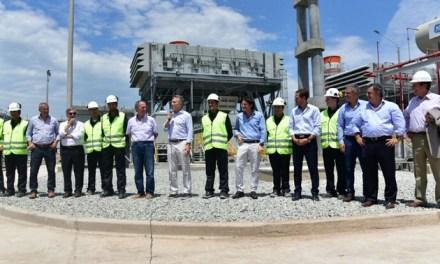 Macri inauguró la central térmica de Villa María