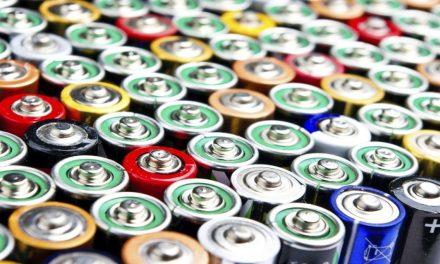 Sampacho: Construyen bancos ecológicos con pilas recicladas