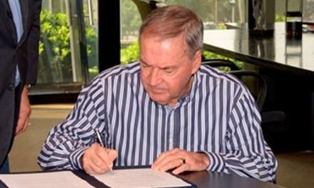 Schiaretti firmó el proyecto de ley de concursos públicos para el ingreso a los entes descentralizados