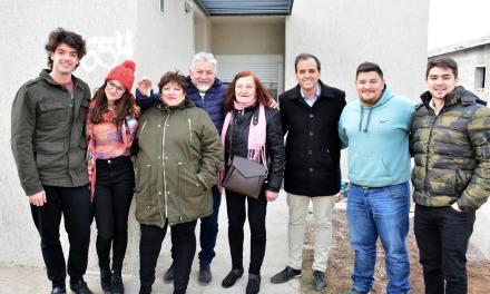 Río Cuarto: Llamosas entregó 8 nuevas viviendas