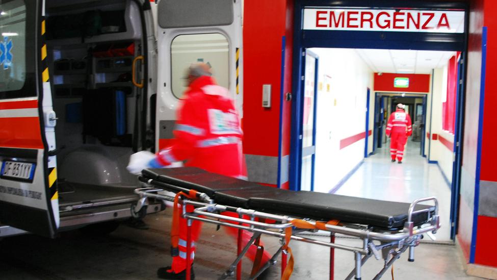 Viva anziana massacrata in ospedale a Taranto: si cerca aggressore