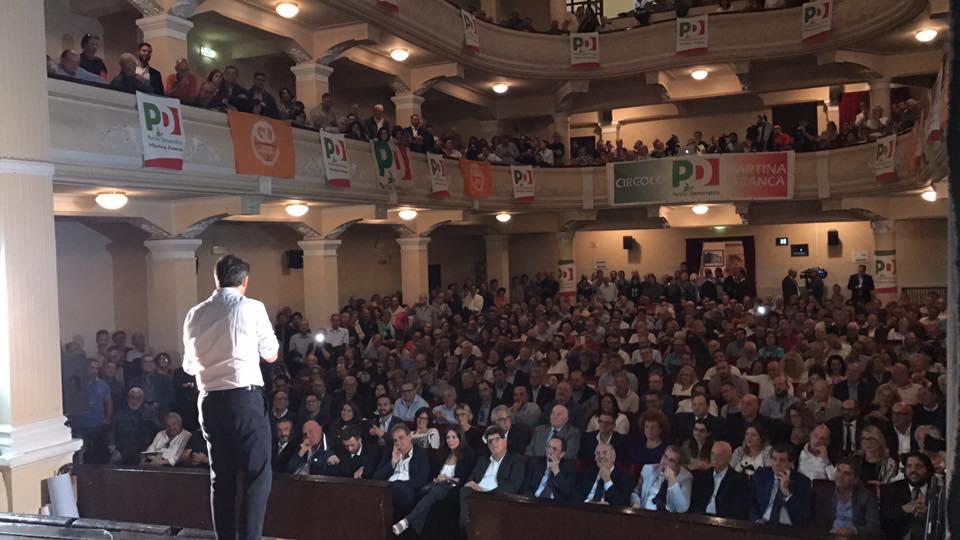Renzi chiude a Bari il minitour pugliese: