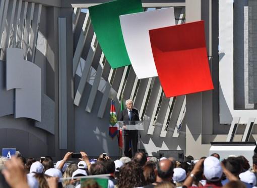 Musica, battute e tricolore: la scuola italiana ricomincia da Taranto