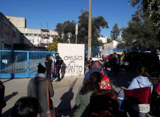 Taranto, pericolo amianto a scuola. Scoppia la protesta dei genitori