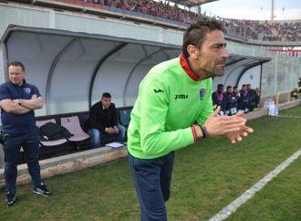 Il Taranto esonera Cazzarò, decisione clamorosa