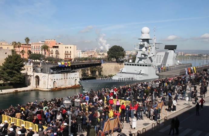 Taranto festeggia il suo ponte e incanta