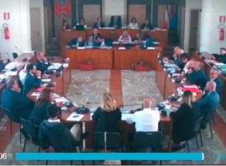 Taranto, sindaco assente alla prova del Bilancio: messaggio alla maggioranza. Cinque Stelle attacca