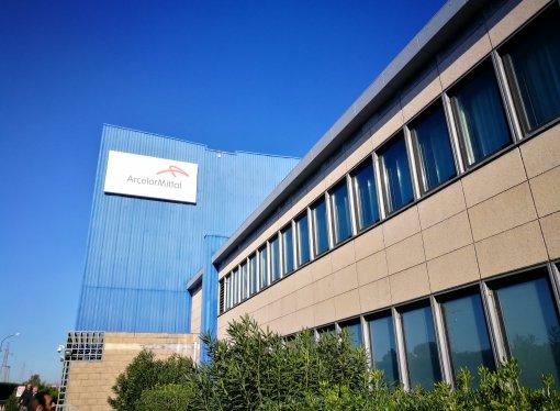 ArcelorMittal, paura nello stabilimento di Taranto: esplosioni in Acciaieria 2