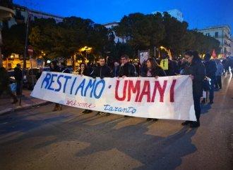 """""""Restiamo umani"""", la Taranto antirazzista scende in piazza"""