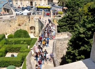 Castello Aragonese, record di turisti a Ferragosto