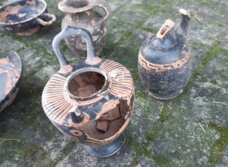 Reperti del IV secolo dC in casa, denunciato un 66enne
