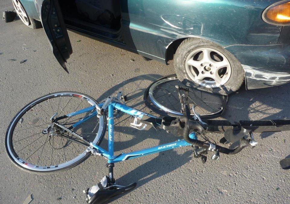 Τραυματίστηκε σοβαρά 19χρονος ποδηλάτης στη Λάρισα