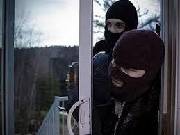 Λάρισα:Μπήκαν από το παράθυρο και «ξάφρισαν» χρυσαφικά και λεφτά