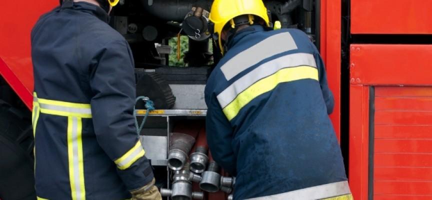 Νεκρή 57χρονη από έκρηξη και πυρκαγιά σε διώροφο κτίριο