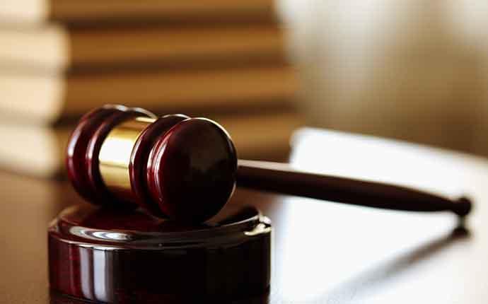 Αποδοκίμασαν τον 67χρονο που κατηγορείται για αποπλάνηση ανηλίκων