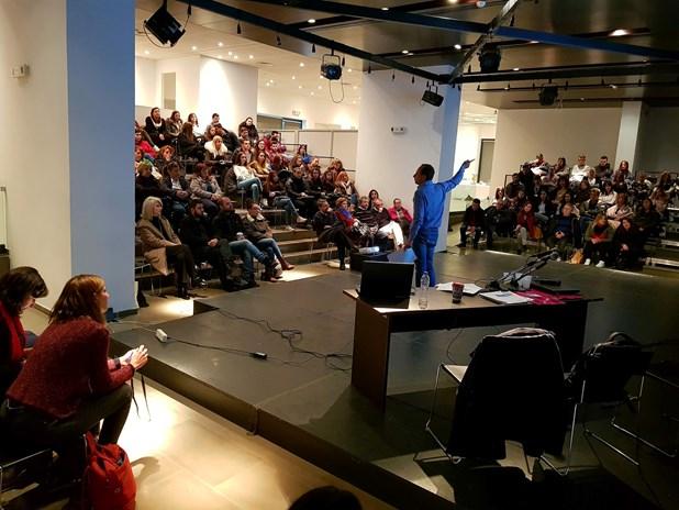 Οι νέοι κατέθεσαν τις απόψεις τους σε διαβούλευση στο θέατρο ΟΥΛ