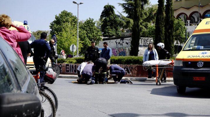 Σοβαρό τροχαίο με μηχανάκι στο κέντρο της Λάρισας (ΦΩΤΟ)