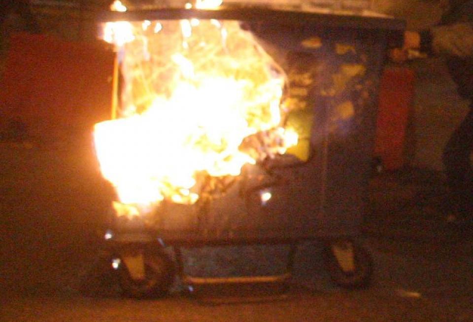 Νέα κρούσματα εμπρησμού κάδων σκουπιδιών στη Λάρισα