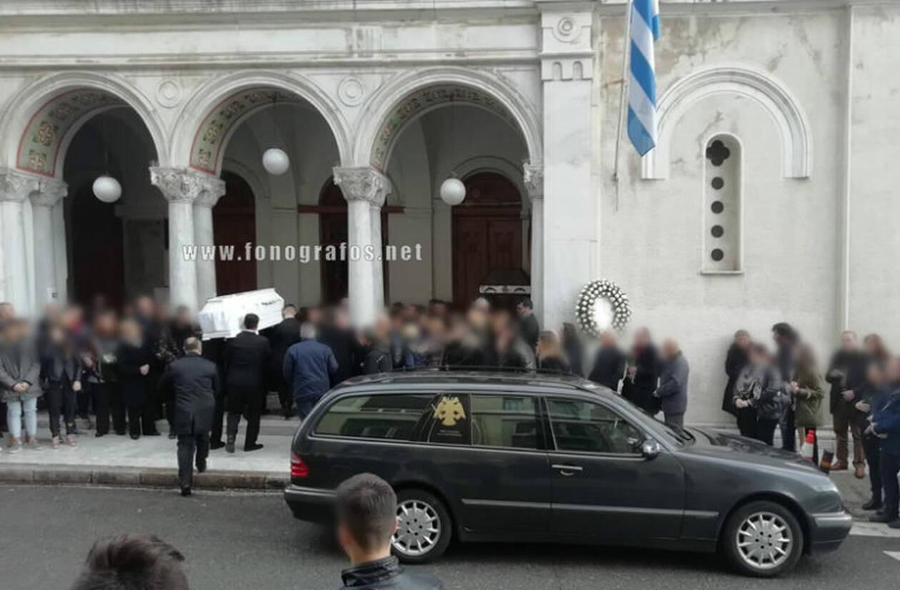 Λαμία: Ανείπωτος πόνος στην κηδεία της 13χρονης μαθήτριας (φωτό)