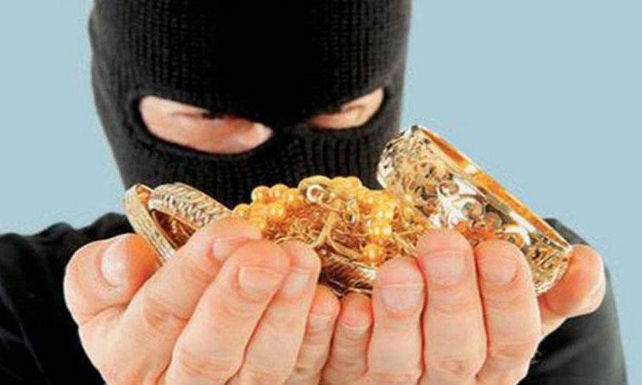 «Μπούκαρε» σε σπίτι και έκλεψε κοσμήματα αξίας 1.000 ευρώ