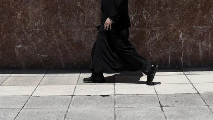 Νέα εξέλιξη στην υπόθεση με τον ιερέα στον Τύρναβο - Τι παρέδωσε στις Αρχές συγγενής του