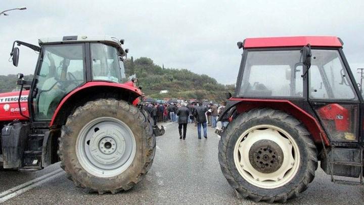 Σκληραίνουν τη στάση τους οι αγρότες - Ζεσταίνουν τα τρακτέρ για κάθοδο στην Αθήνα