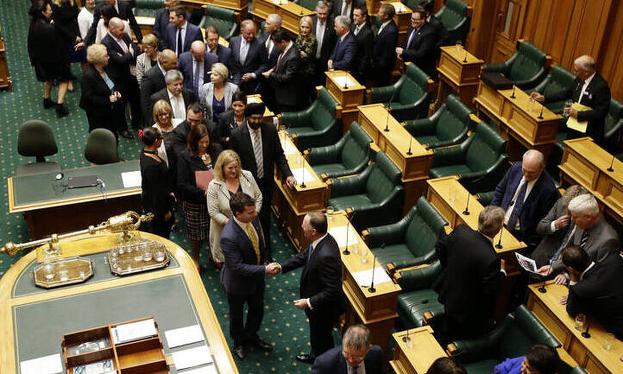 «Εργαζόμενος στο κοινοβούλιο είναι κατά συρροήν βιαστής»